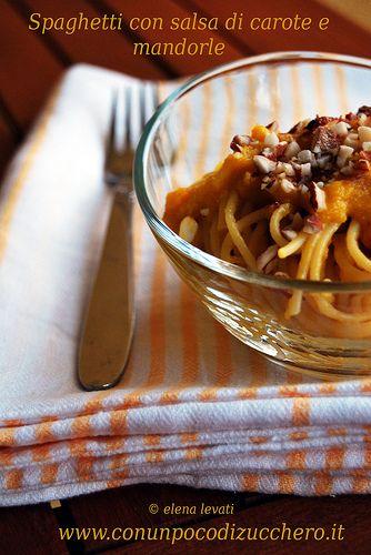 Quale modo migliore per usare le carotine fresche fresche appena raccolte dall'orto di papà? Mentre le coglievo in quantità avrò pensato ad un milione di modi per cucinarle: così un po' sono finite...