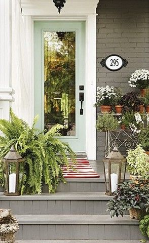 Love this front porch:)
