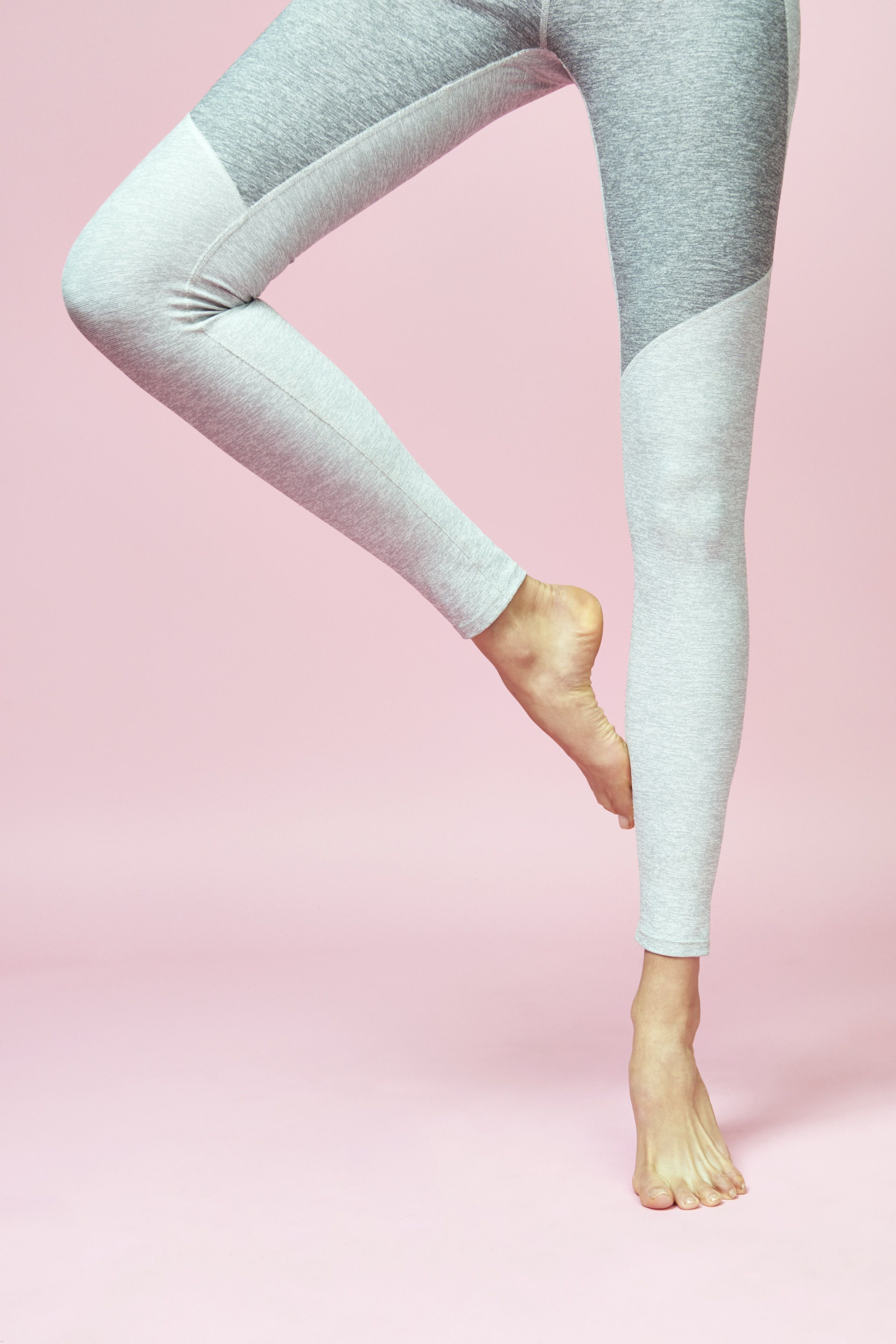 Built for a body on the move, the Warmup Legging is crafted with our OV Textured Compression fabric to hide imperfections and mask sweat. Our most versatile teammate with just the right mix of flexibi