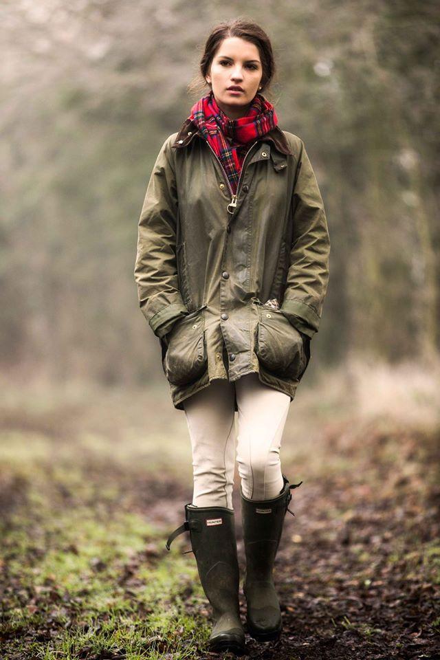 Parka Verde Pantalon Blanco Mango Hunter Grises More English Country Fashion British Style