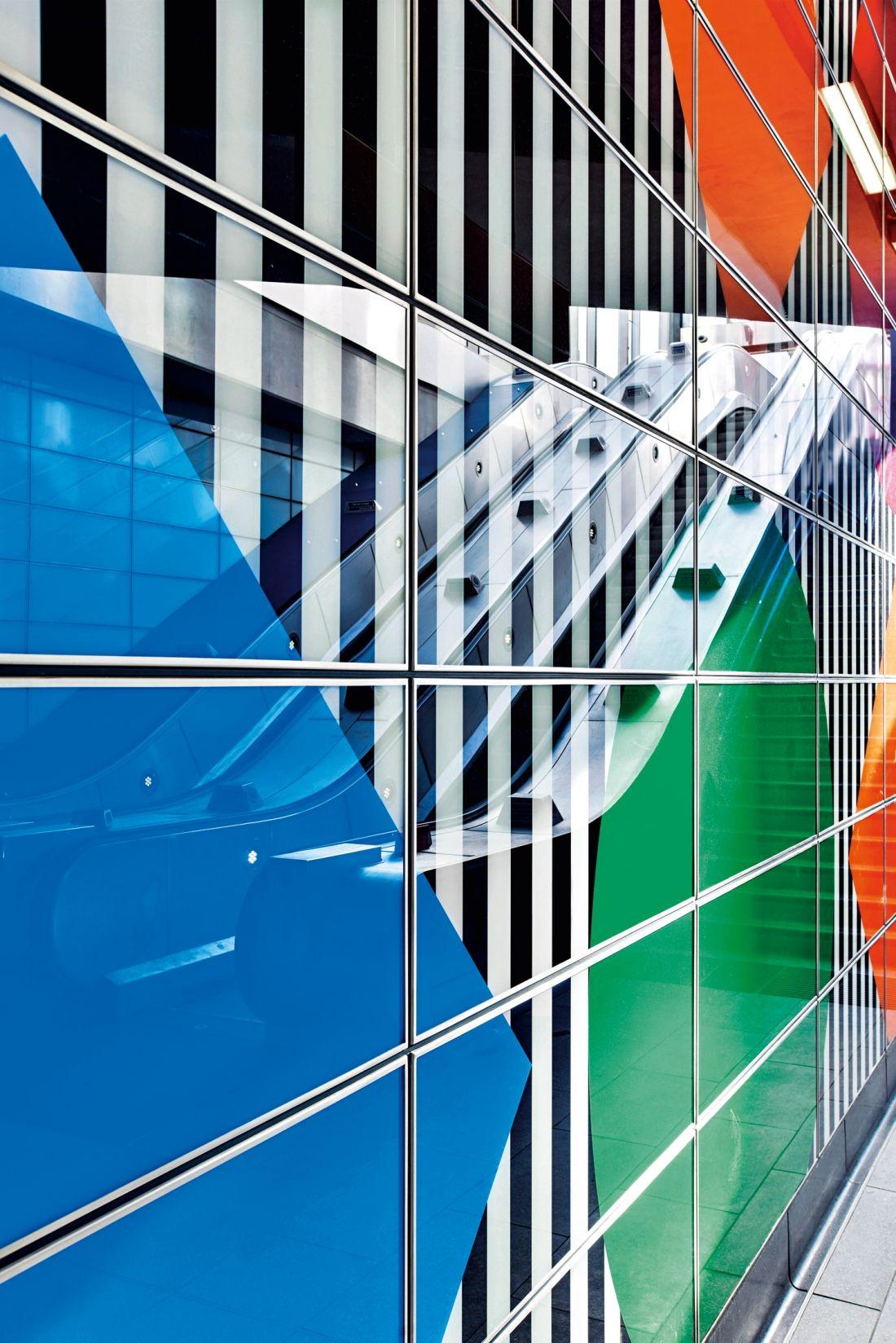 Daniel Buren S Artwork Of Shapes Colours And Trademark Stripes Launches At Tottenham Court Road Avec Images Les Arts Art Arts Visuels
