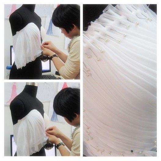 5877b0716 El drapeado es la técnica más antigua en cuánto a diseño en prendas de  vestir