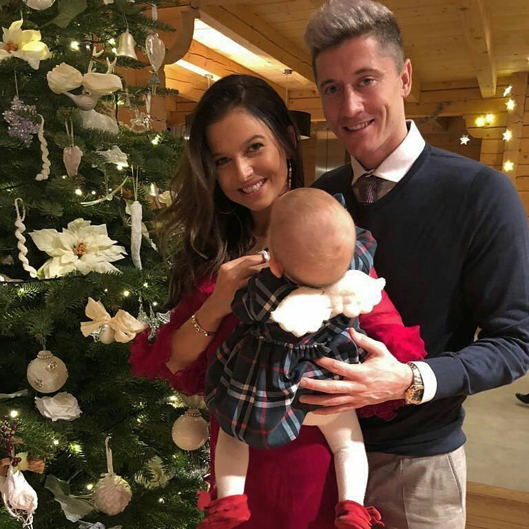 Bayern Munich player Robert Lewandowski and wife Anna pose during the  customary visit of the soccer