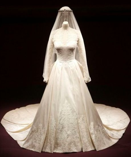 Kate Middletons Wedding Dress Cost More Than 400000 See It Up