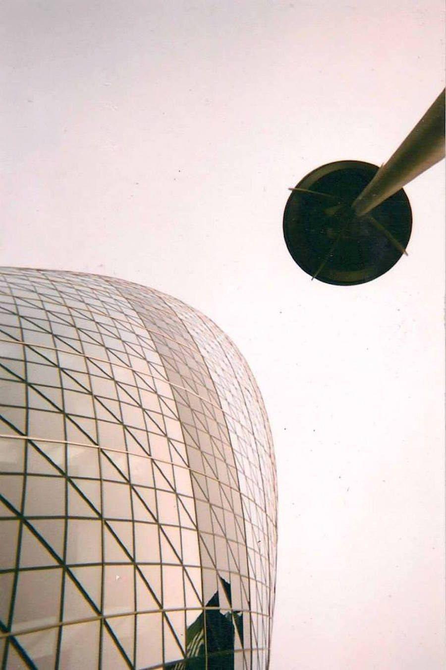 El edificio Gherkin por Aaron Little | Indigente, El edificio y La ...