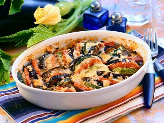 Gemüsegratin ist ein Rezept mit frischen Zutaten aus der Kategorie Fruchtgemüse. Probieren Sie dieses und weitere Rezepte von EAT SMARTER!