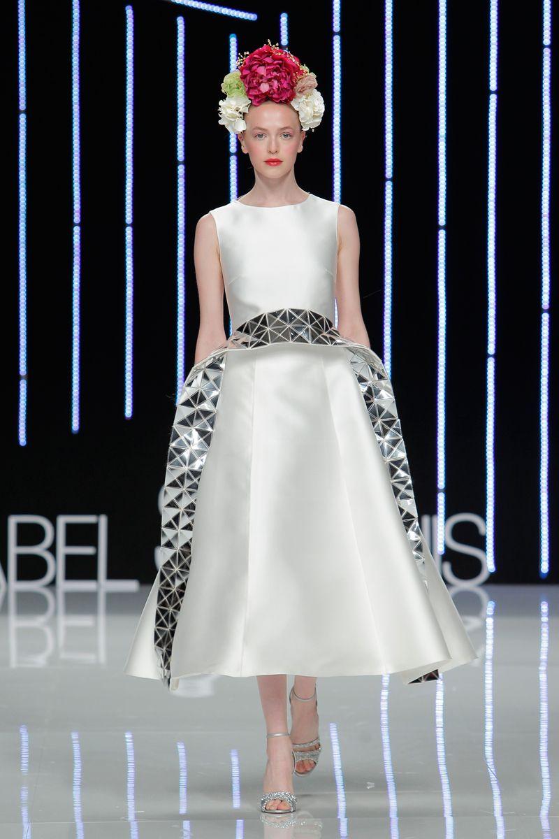 Isabel Sanchis 2017 en Barcelona Bridal Fashion Week 2016.  #vestido #dress #moda #isabelsanchis #fashionshow #2017 #glamour #tendencia #redcarpet