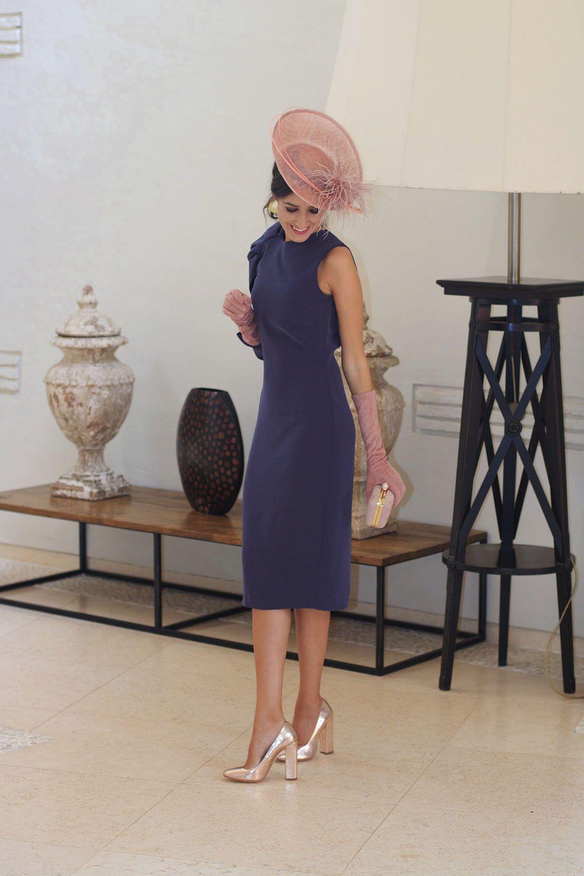 8fd8bd4e7 Invitada boda de mañana otoño invierno tocado pequeño vintage vestido  morado invitada perfecta
