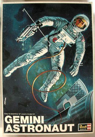 Revell 1/6 Gemini Astronaut, H1837 plastic model kit | Space