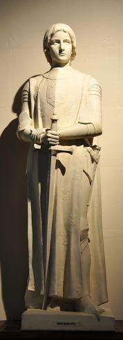 Statue de sainte Jeanne d'Arc dans l'église Saint-Jean-Baptiste -de-la-Salle. Paris