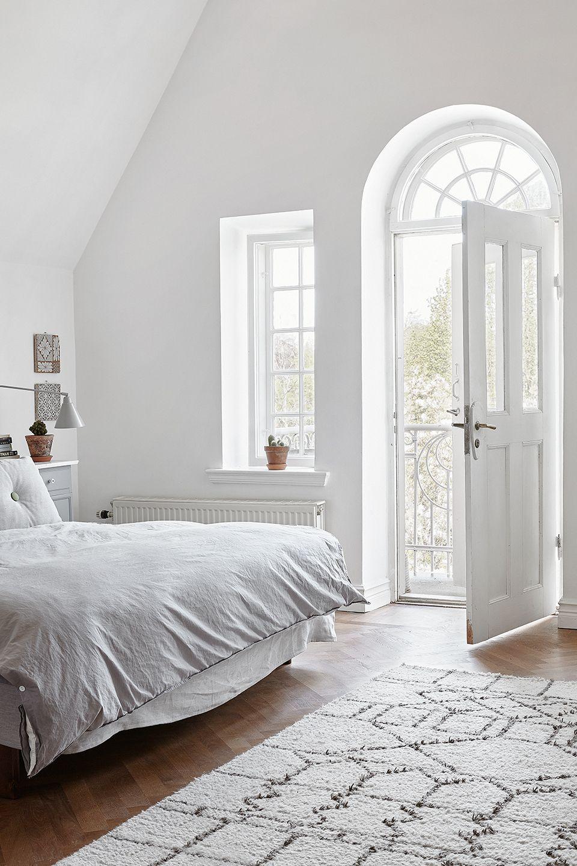 Chambre toute blanche avec balcon privatif | Maison | Home ...