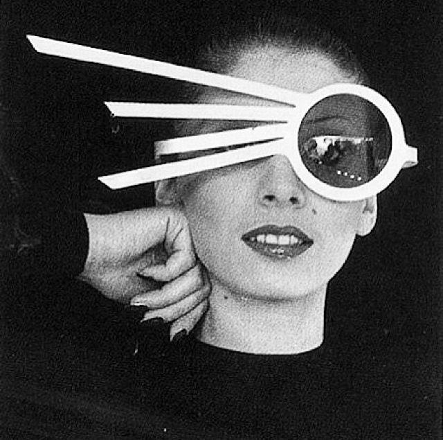 Pierre Cardin 1960s Usando Óculos, Figurino, Óculos De Sol Loucos, Óculos  De Sol 71c2d535a5