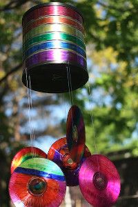 Grab Your Old Cds And A Few Other Recycled Materials Let The Kids Color To Their Hearts Content An Voila Diy Wind Chimes