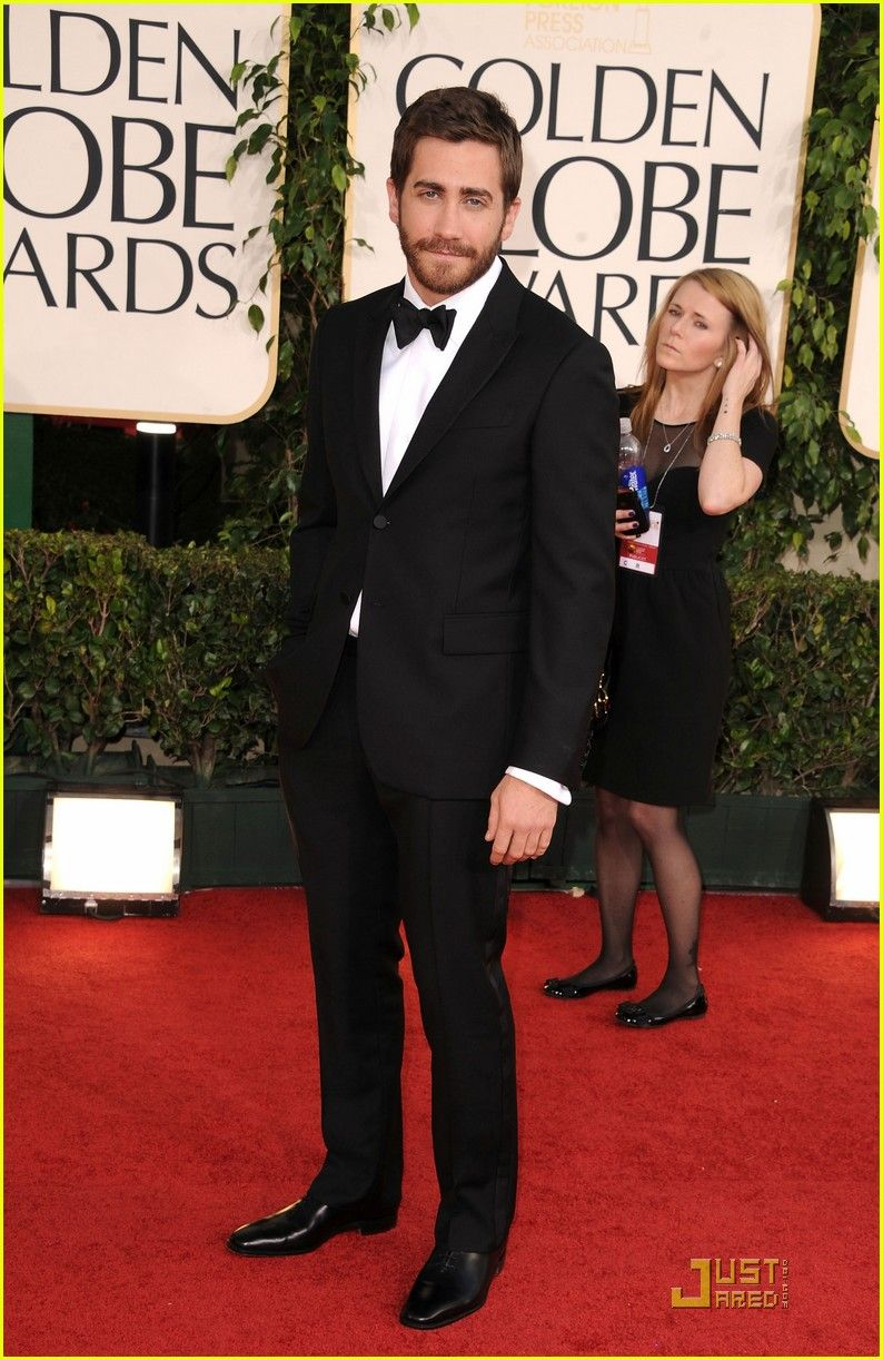 Jake Gyllenhaal looks dapper in Burberry. (Though, I have to admit, this pin isn't really about style. I just like to look at him.)