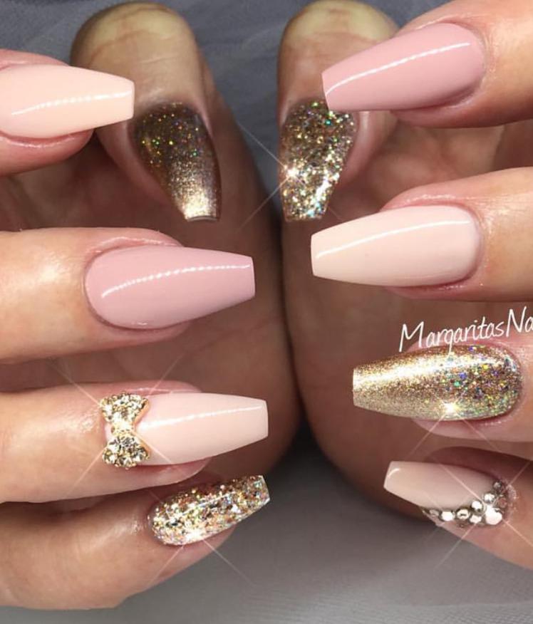 28 Beautiful Natural Short Coffin Nails Design Ideas This Summer Gold Nail Designs Gold Nails Rose Gold Nails Design