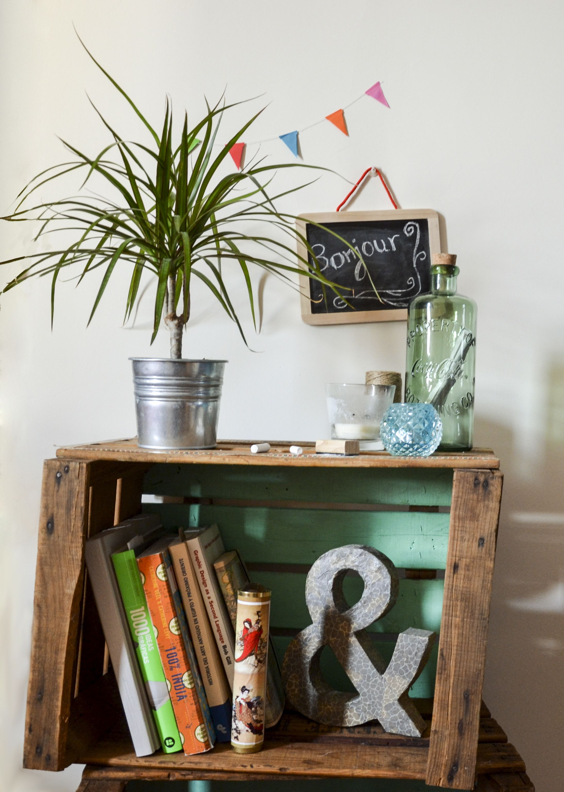 Estanter a mesilla con cajas de madera diy handmade - Decoracion de estanterias ...