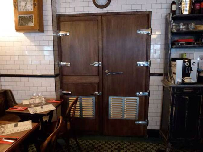 Le Moonshiner Bar Clandestin Restaurant Paris Paris In November