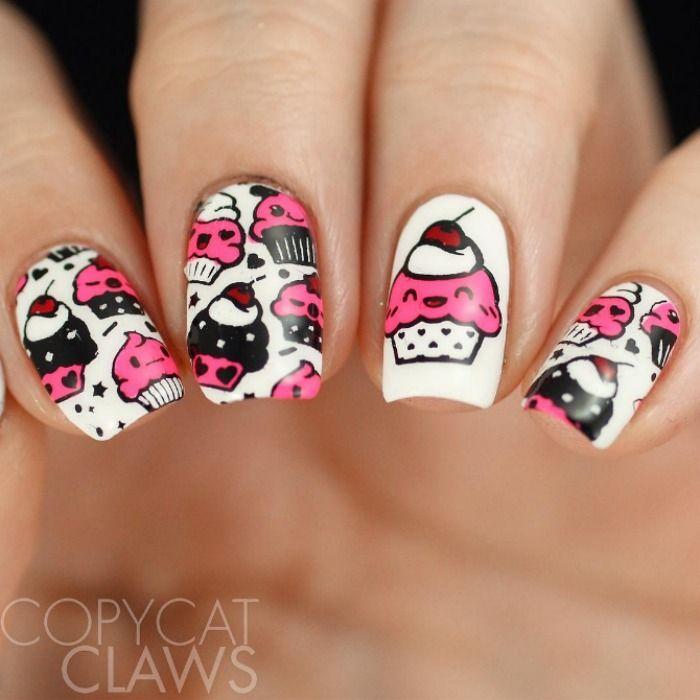 Cute Noms! @CopycatClaws couldn\'t resist the Kawaii Emoji cupcakes ...