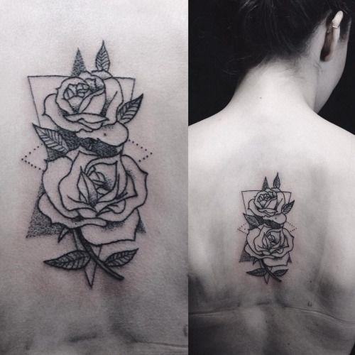 small rose outline tattoo - Google zoeken   Rose outline tattoo, Rose outline, Flower tattoo ...