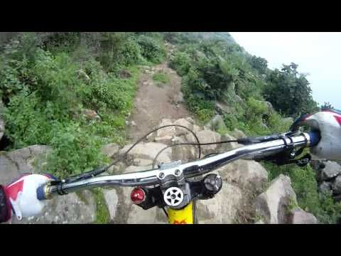 Alejandro Paz - zona de piedras Casta // A Peruvian Mountain Bike Ride. Replacement spine optional.