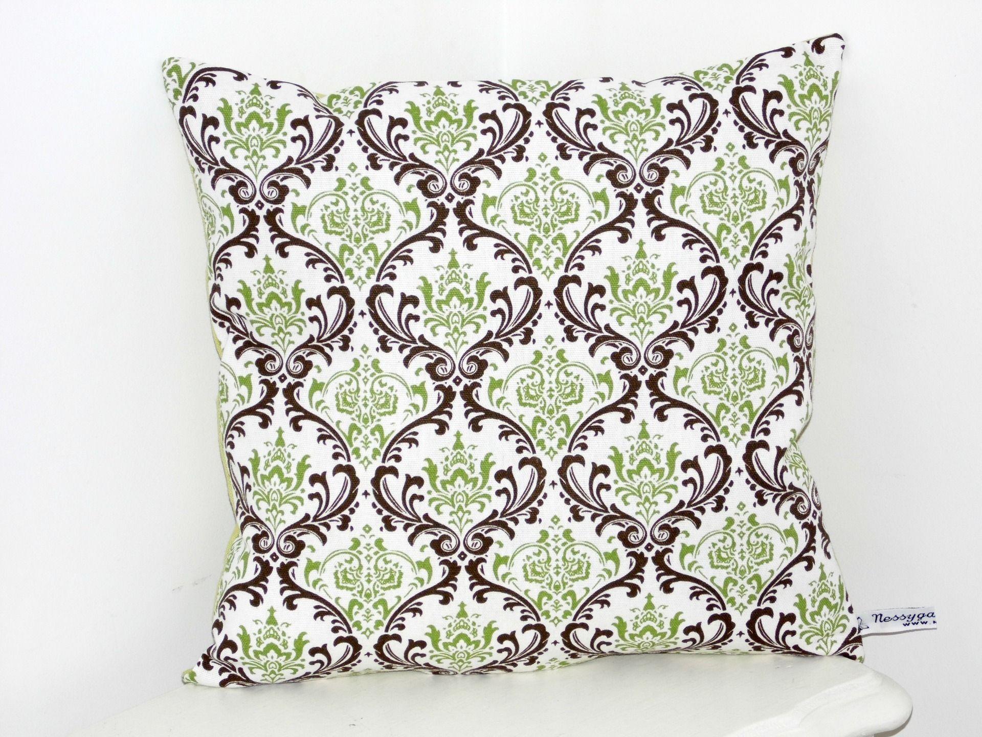 coussin deco baroque blanc avec arabesques vert marron textiles et tapis par nessygan