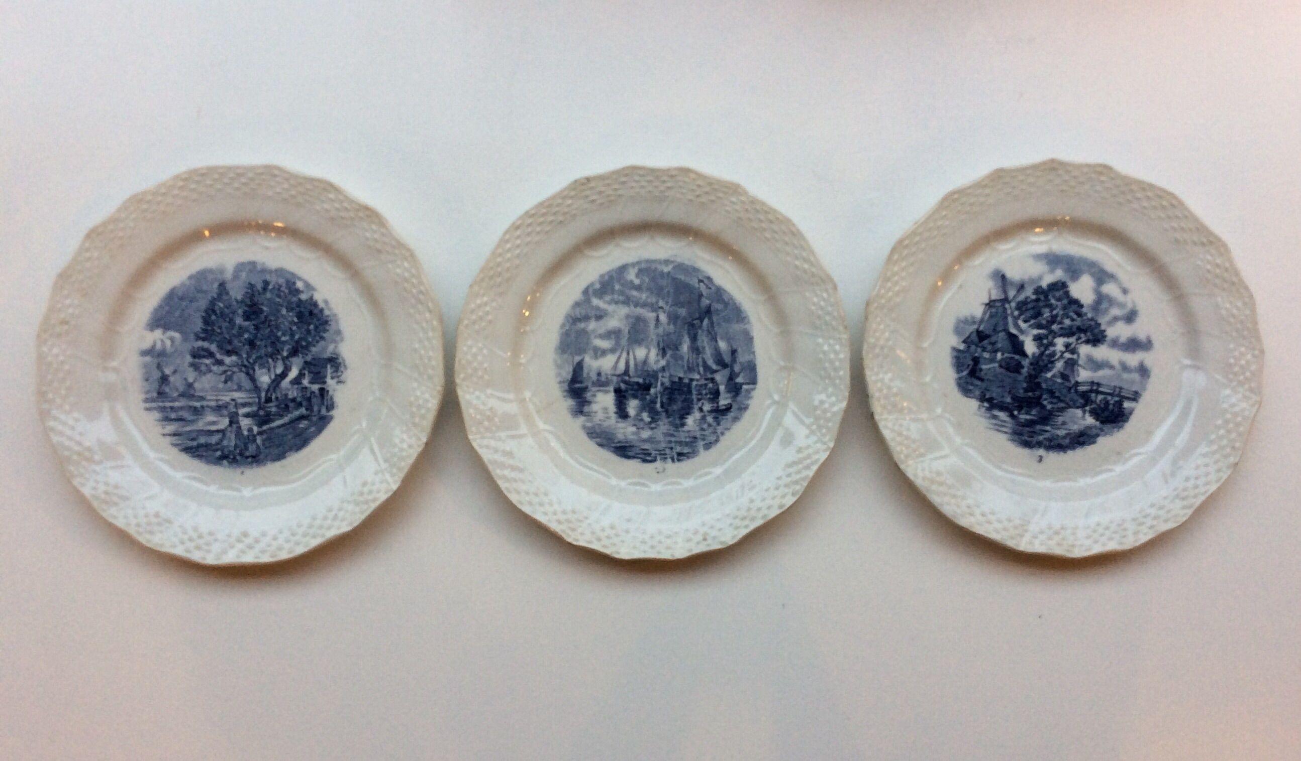 sinivalkoiset lautaset . 2kpl . halkaisija 20cm