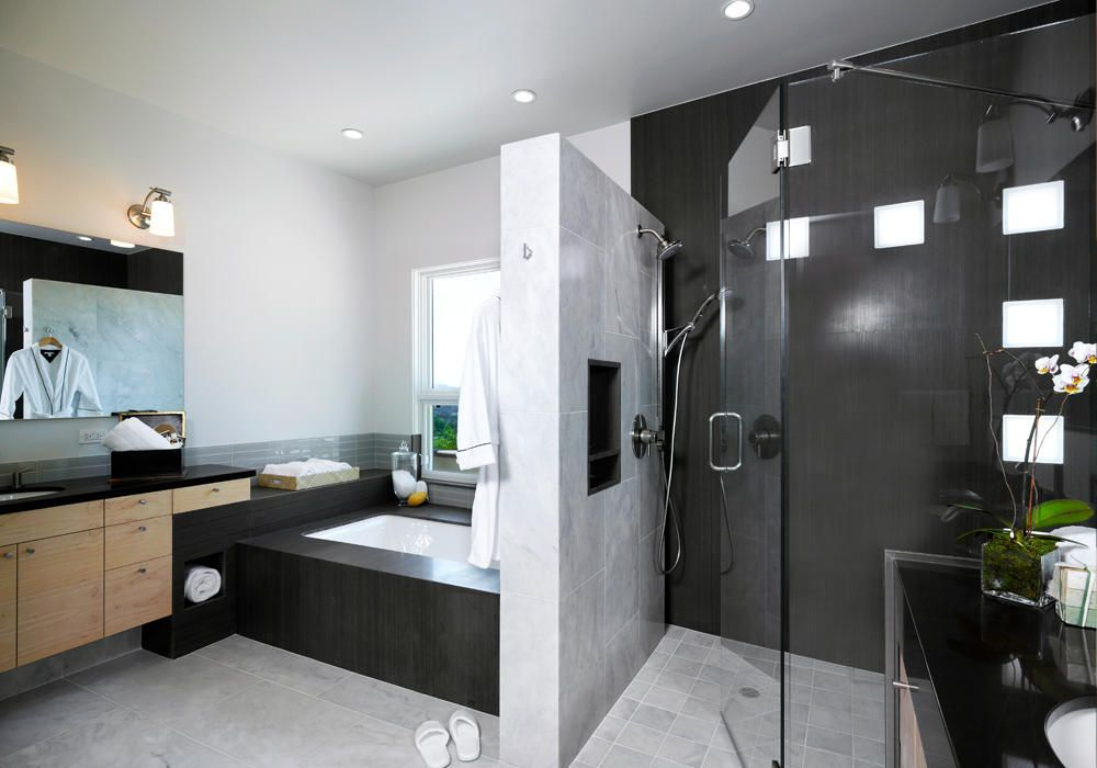 Covina Modern Master Bathroom Design By HartmanBaldwin Design/Build