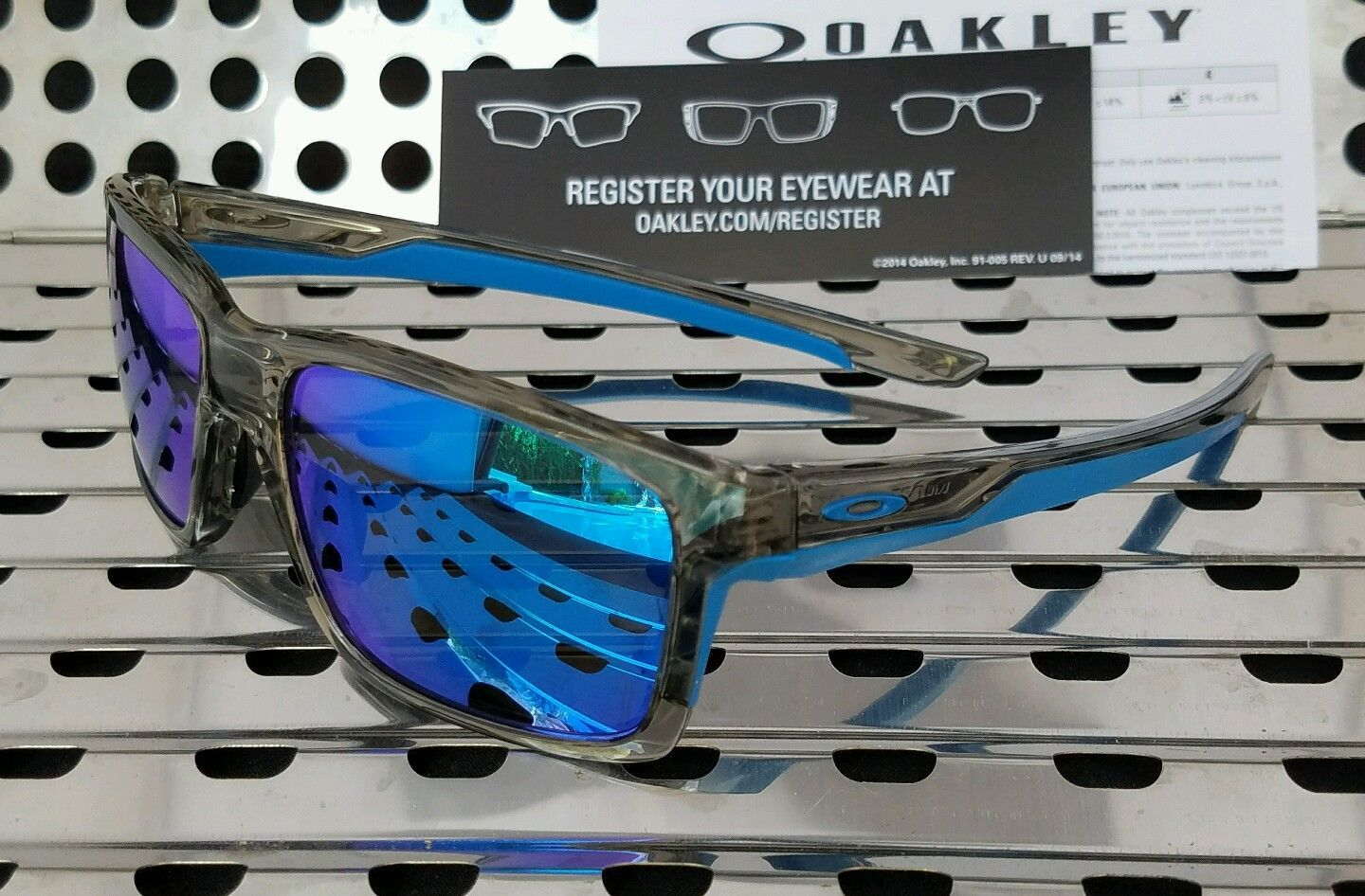 3f1c0ecff68 New Oakley 9264-03 MAINLINK Sunglasses Gray Ink   Sapphire Iridium Lenses