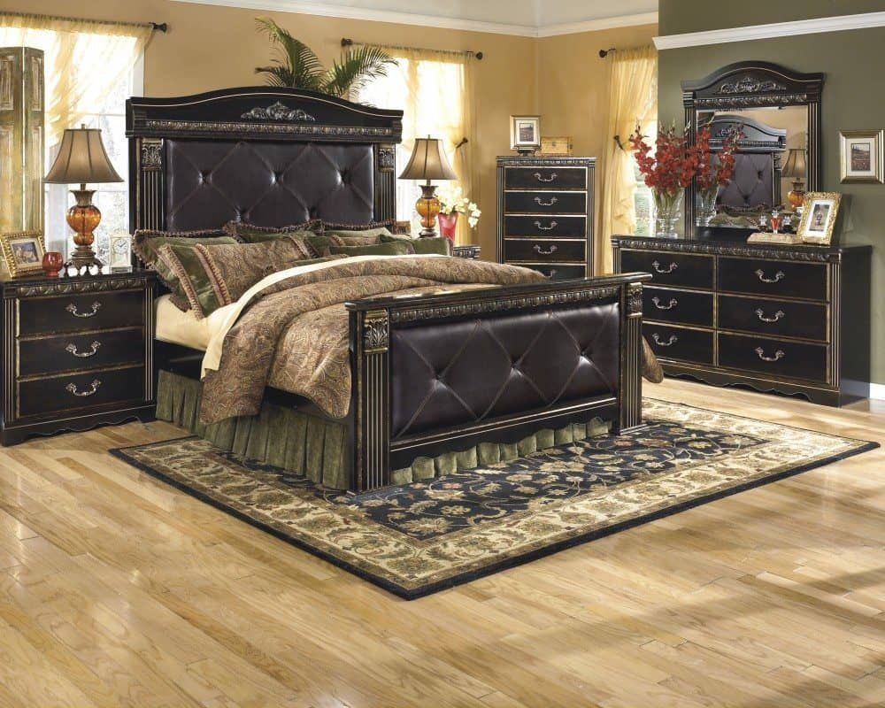 Amazing handsome ideas for bedroom decoration using tufted black