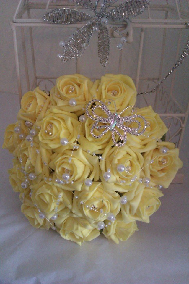 Artificial Wedding Bouquet Lemon Roses with Pearls  Diamantie Brooch £49.00