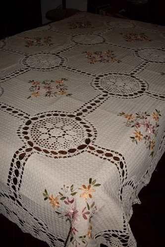 Manteles en crochet y tela r stica bordado en cinta 1 - Manteles de mesa bordados ...