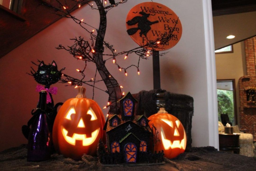 25+ Most Horrible and Inexpensive Halloween Entryway Decoration