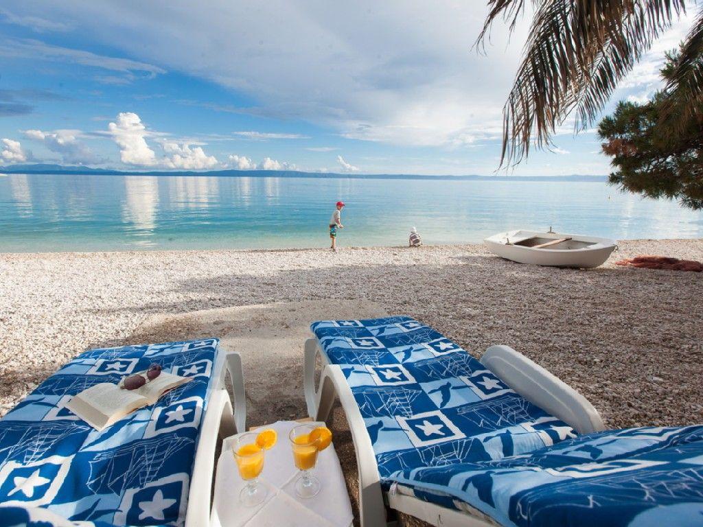 Ferienhaus Direkt Am Sandstrand Mit Terrasse Am Strand In Promajna 3 Schlafzimmer Fur Bis Zu Ferienhaus Am Strand Ferienwohnung Kroatien Am Meer Ferienhaus