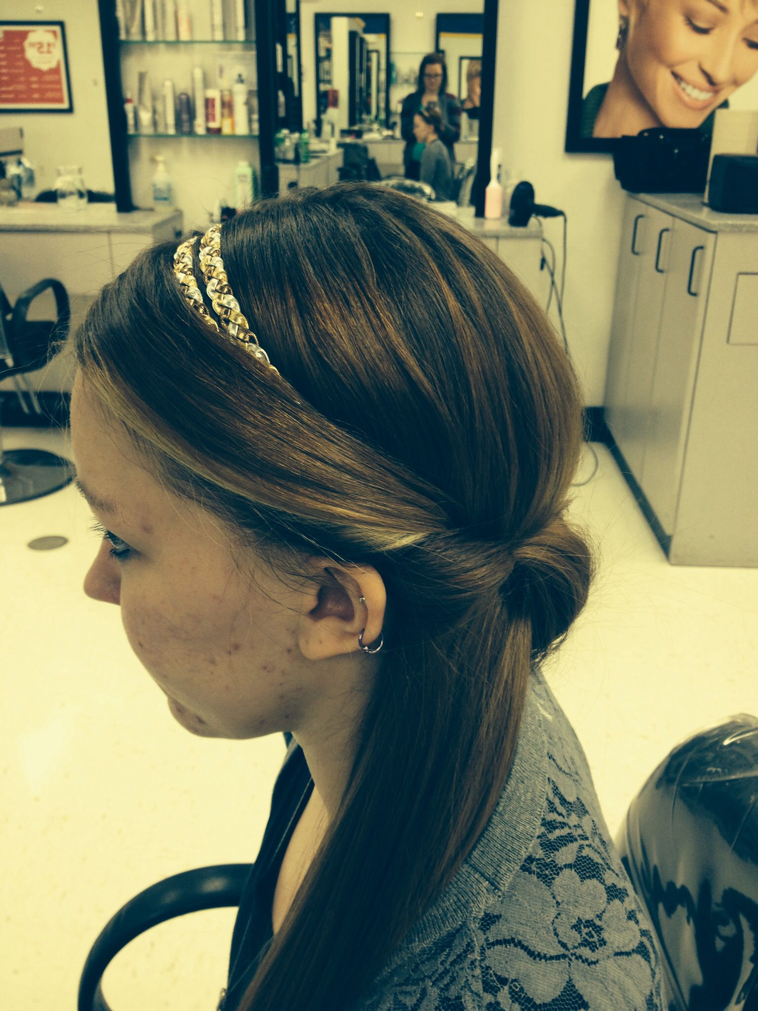 Simple hairstyle done with headband | Easy hairstyles, Hair styles, Hairstyle