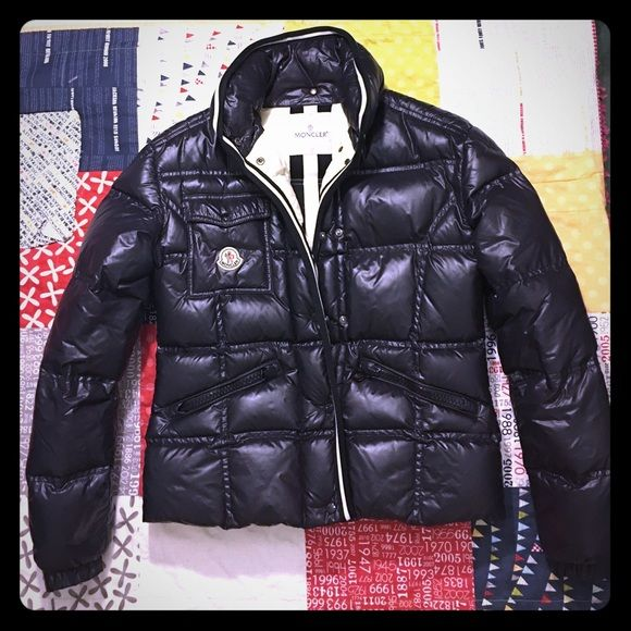 51326b1e42e6 MONCLER Puffer size 3  Medium  This womens Moncler puffer coat is in great  condition