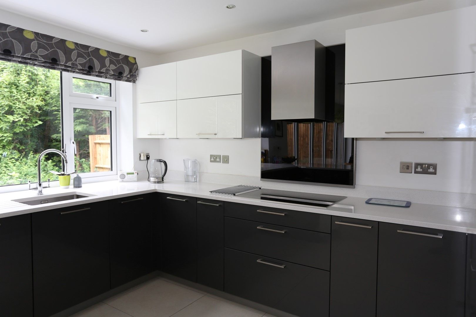Best Shiny Magnolia Cream And Anthracite Grey Kitchen Cube 640 x 480
