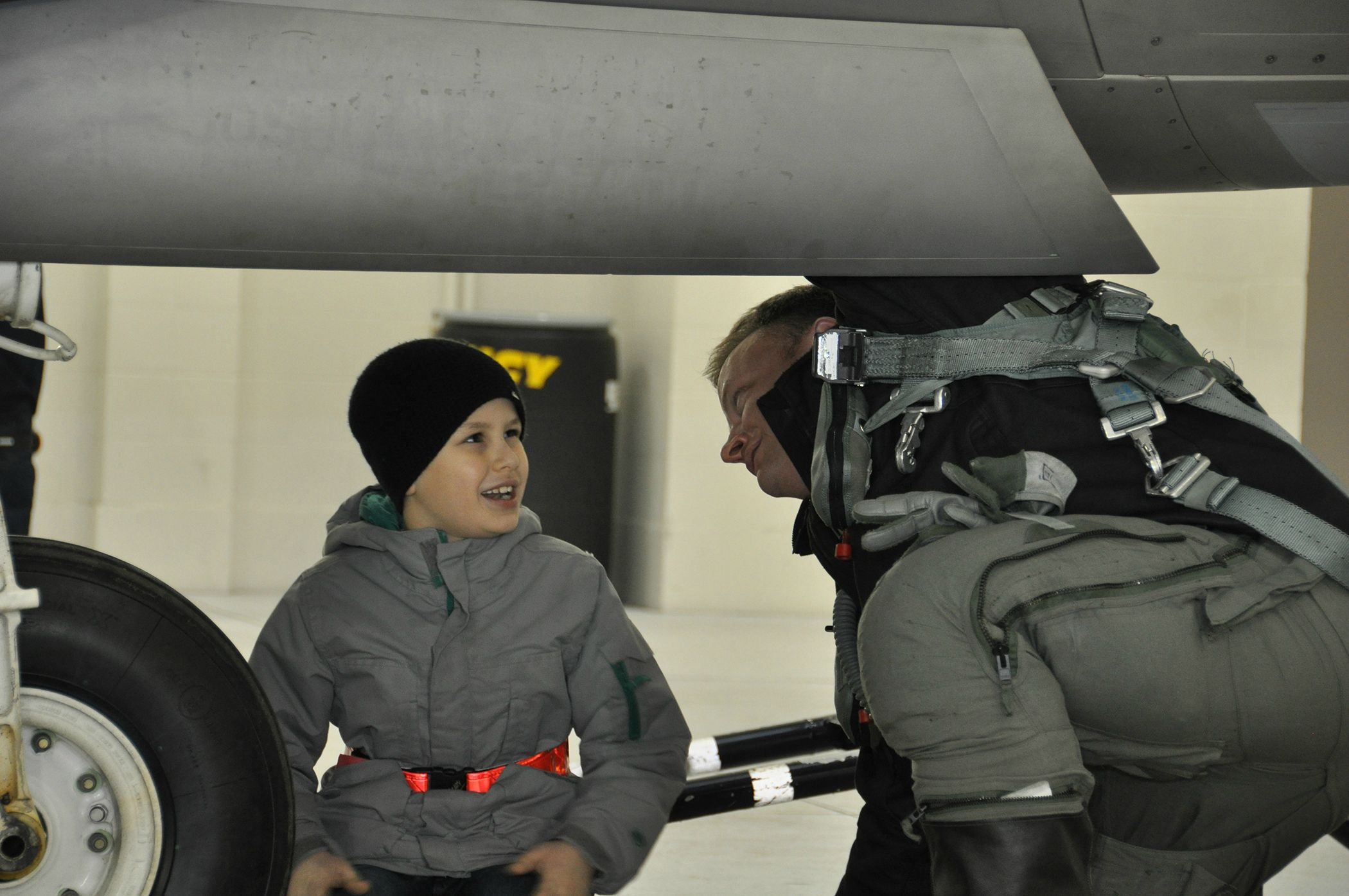 Pilot Delivers Letter To 'Heaven' For Boy's Fallen Soldier