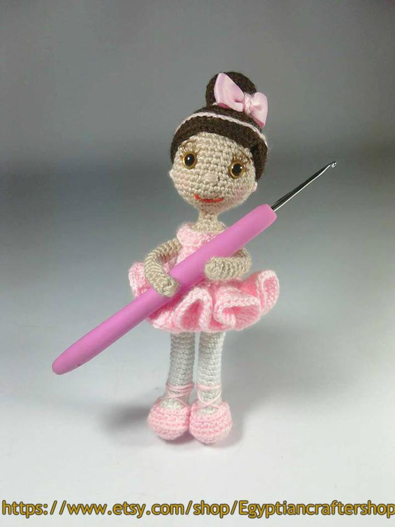 Little lady doll crochet pattern - Amigurumi Today | 1059x794