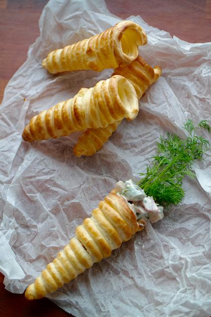God mad og søde sager: Butterdejs-kræmmerhuse med hønsesalat #tapasideer