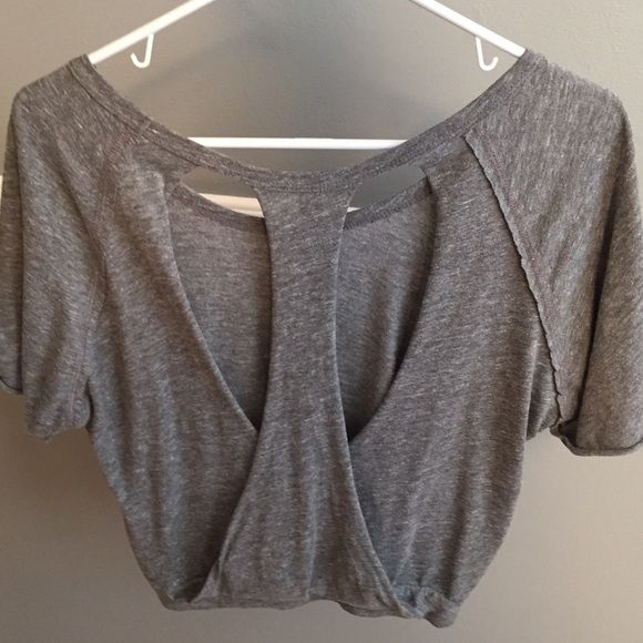Tops - Shirt sleeved shirt with open back