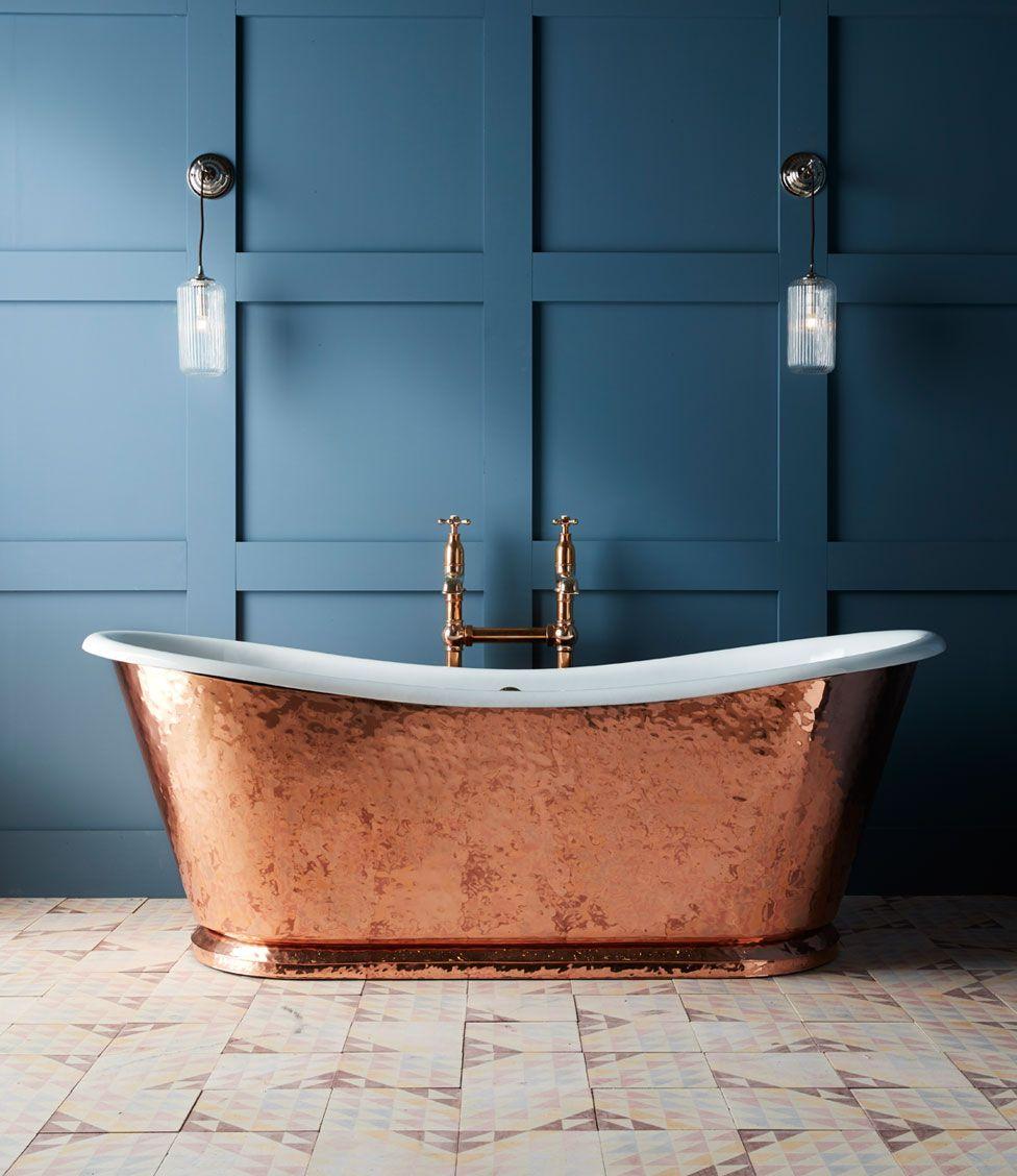 The Hammered Copper Wye Bateau Cast Iron Bath Tub | Copper bath ...