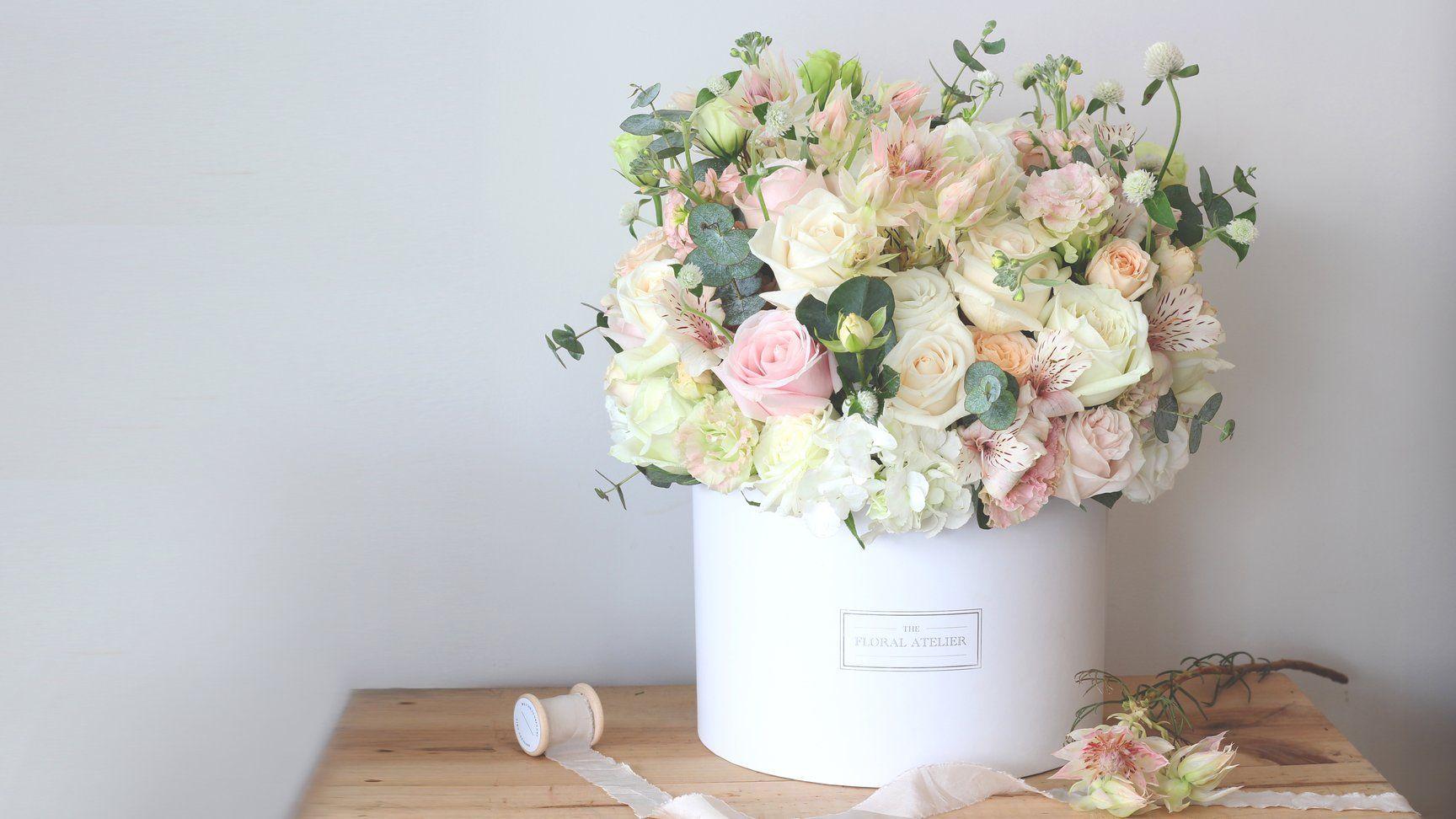 Lover Bloom Box in 2020 Online flower delivery, Floral
