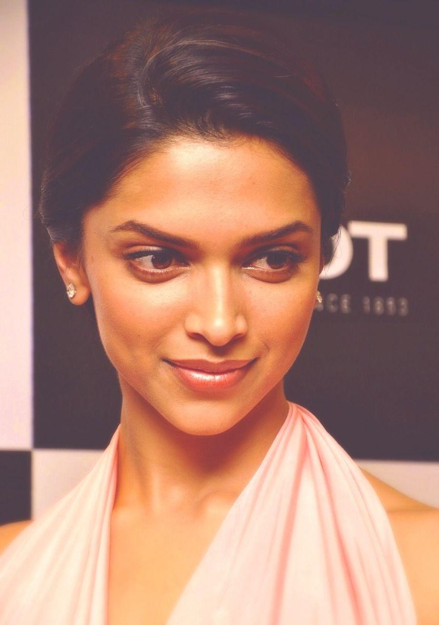 deepika: Photo | Deepika padukone, Beauty face, Bollywood ...