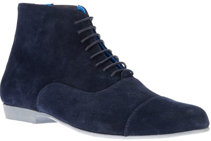 €133, Bottes en daim bleues marine Swear. De farfetch.com. Cliquez ici pour plus d'informations: https://lookastic.com/men/shop_items/19780/redirect