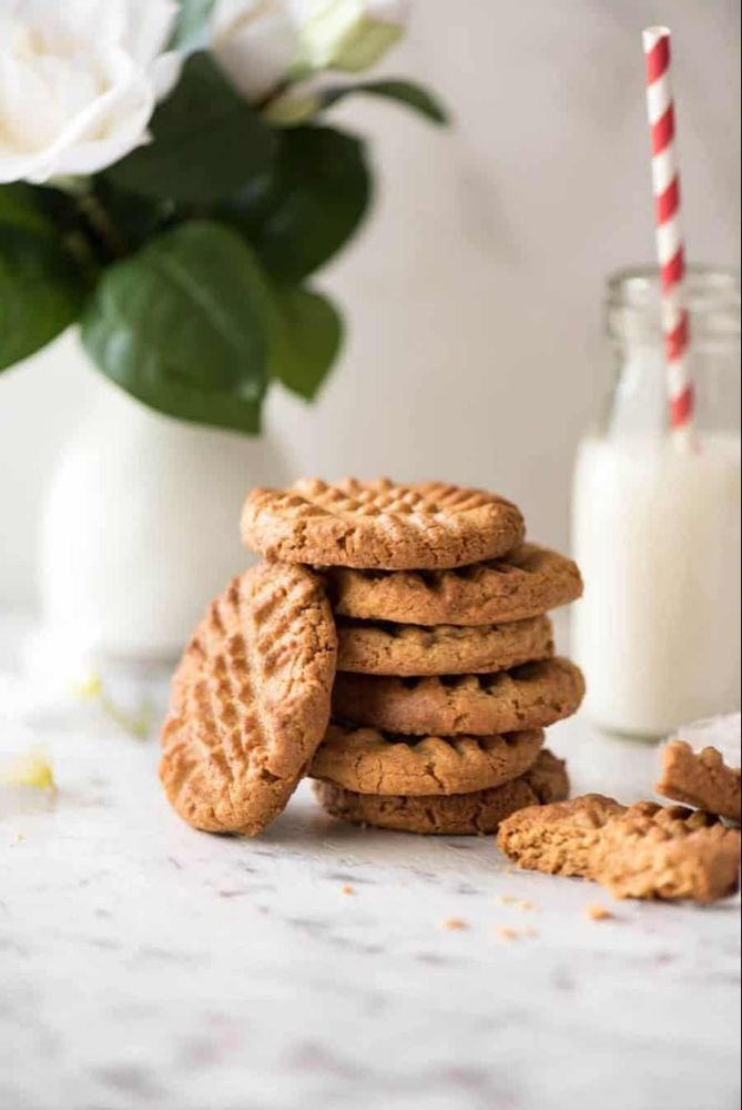 World's Best Easy Peanut Butter Cookies #peanutbuttersquares