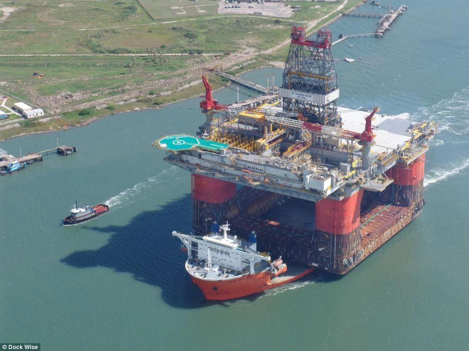 Carrying an oil rig: The ship set a new record by delivering