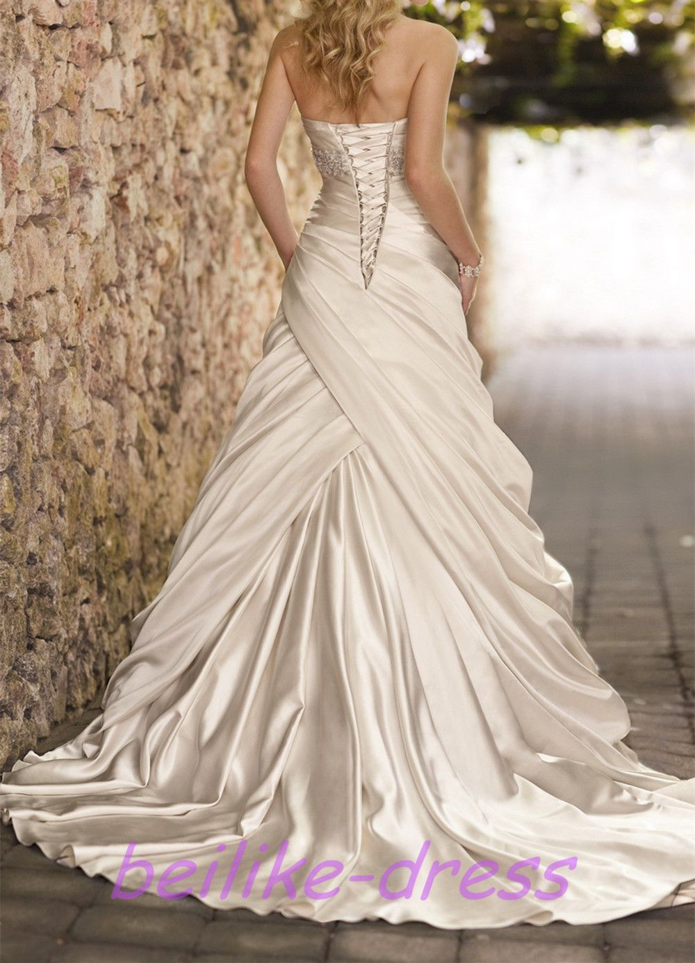 Wedding dress pin up train  Pin by Giovanna Jones on Wedding  Pinterest  Wedding