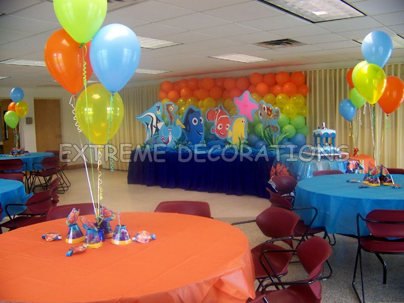 Nemo Party Room Decor With Balloon Centerpieces