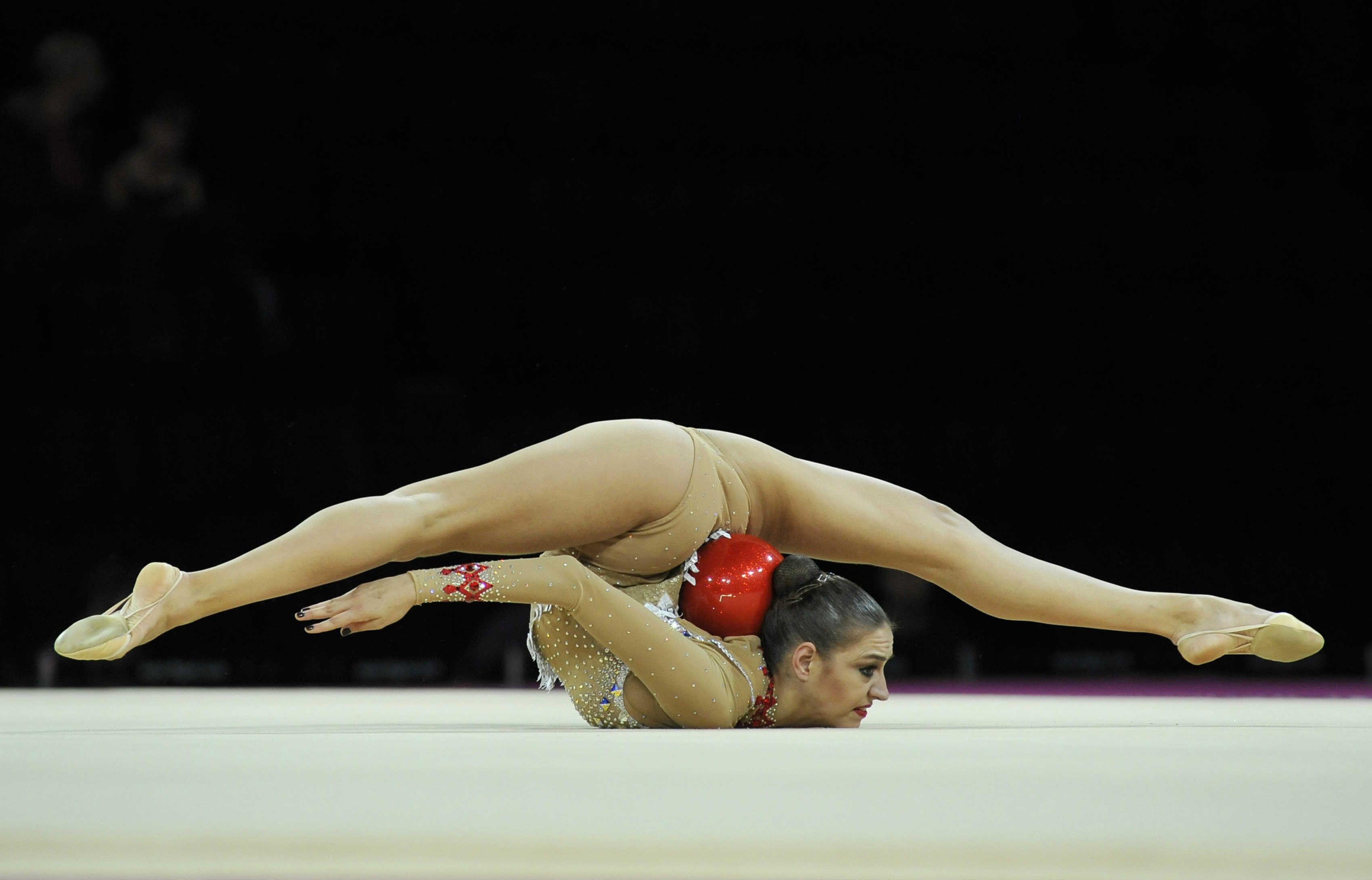 Голая гимнастка ролики то