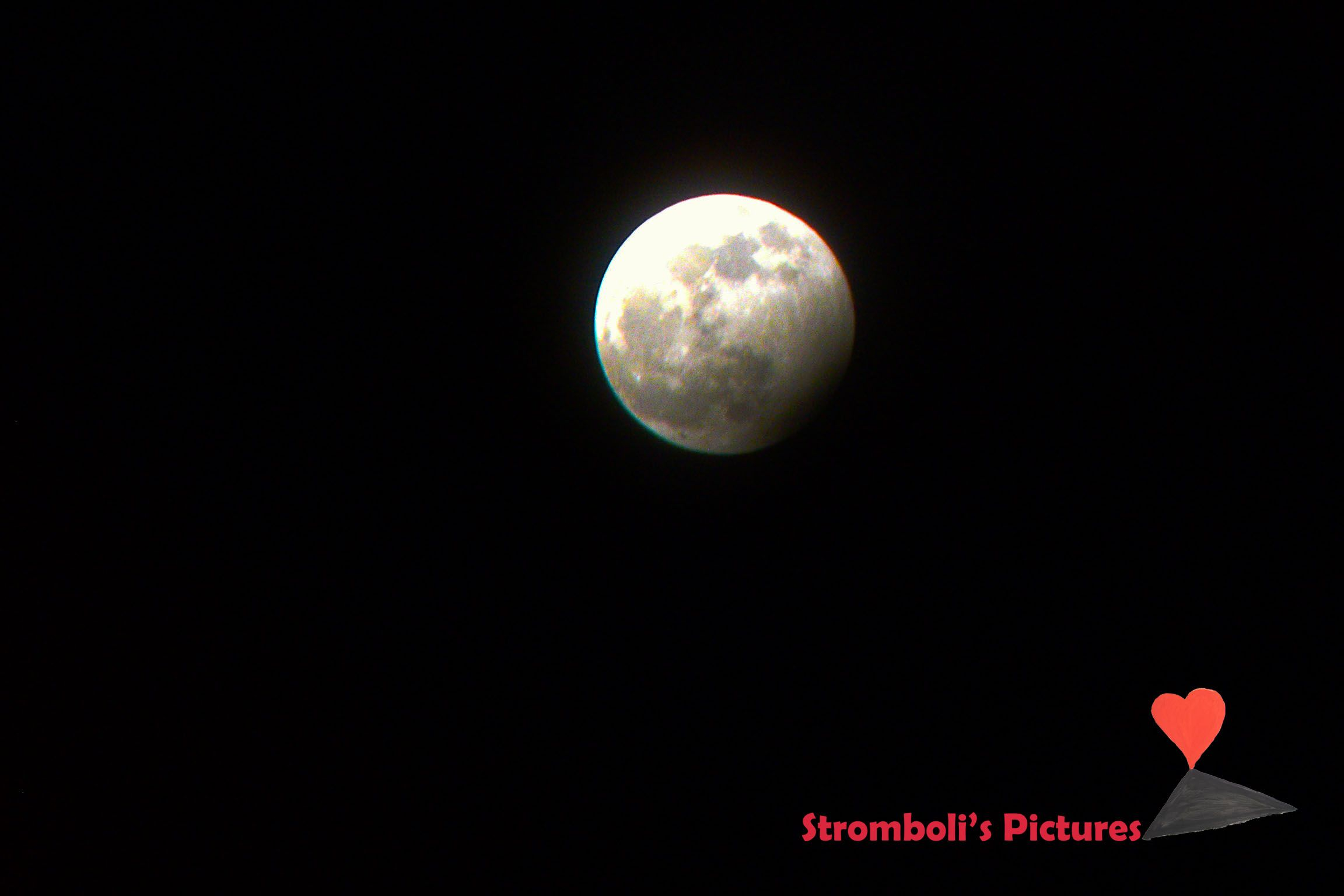 #Eclipse of Moon seen from #Stromboli.